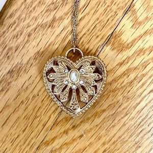 NWT gold heart necklace *bundle me!*